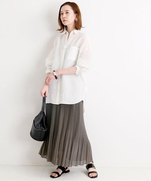 春らしさ◎白シャツ×スカート