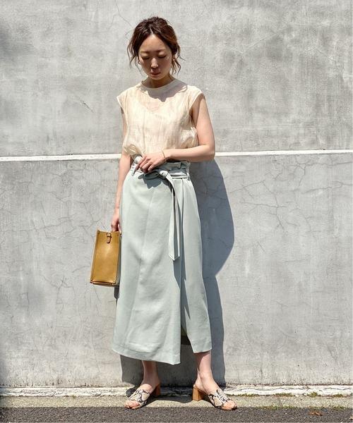 フレアブラウス×くすみカラースカート