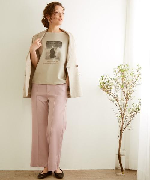 Tシャツ×ジャケット×ピンクパンツの秋コーデ
