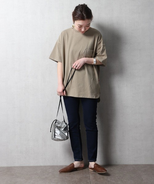 Tシャツ×スキニーデニムの秋コーデ