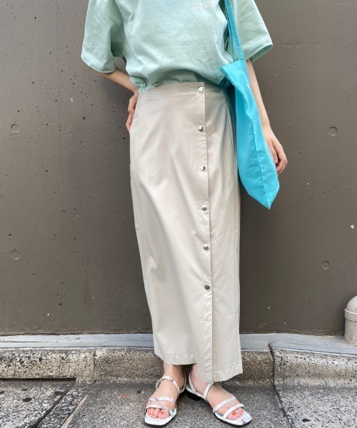 ブルー系Tシャツ×ラップスカート