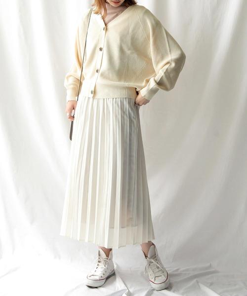 ドルマンカーデ×スカートの服装