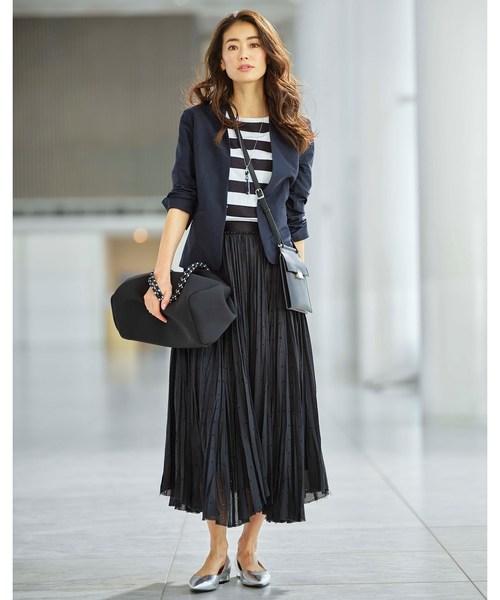 カラーレスジャケット×プリーツスカート