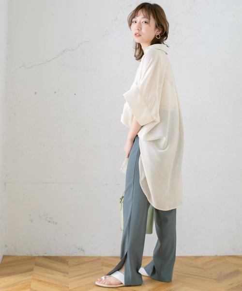 バックロングシアーシャツ×スリットパンツ