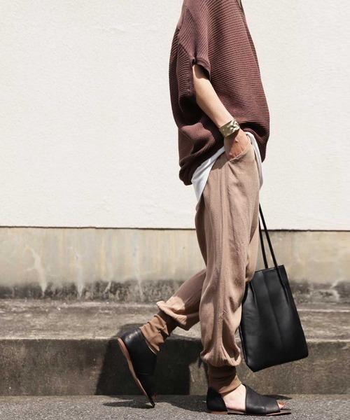 [antiqua] 華奢見せ。大人の抜け感スタイルを演出。裾リブテーパードパンツ
