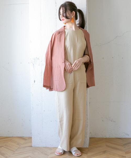 ベージュサロペット×ピンクジャケット