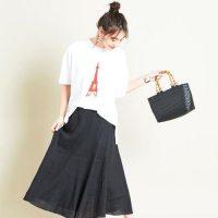 《黒系スカート》のお手本コーデ☆シックで爽やかな大人の夏スタイル