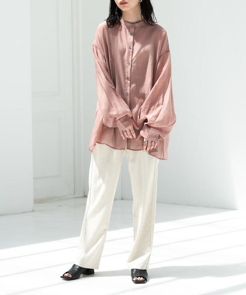 シアーシャツ×チャンキーヒールサンダル