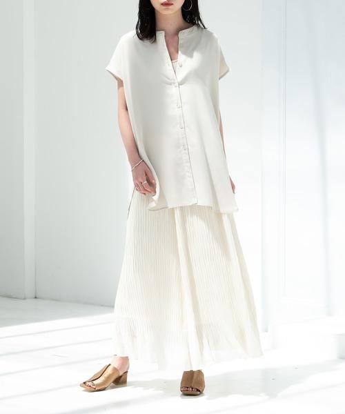 バックスリットシャツ×ロングスカート