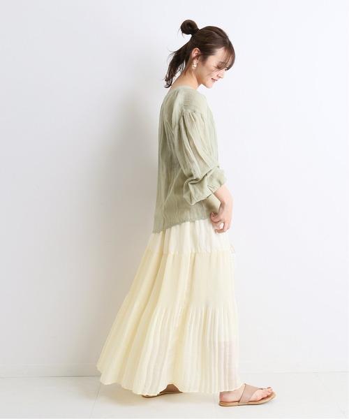 白プリーツスカート 最新コーデ 春