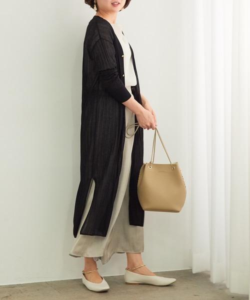 黒カーデ×きれいめスカートの着こなし