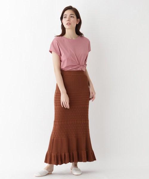 ピンクねじりトップス×茶色スカートコーデ