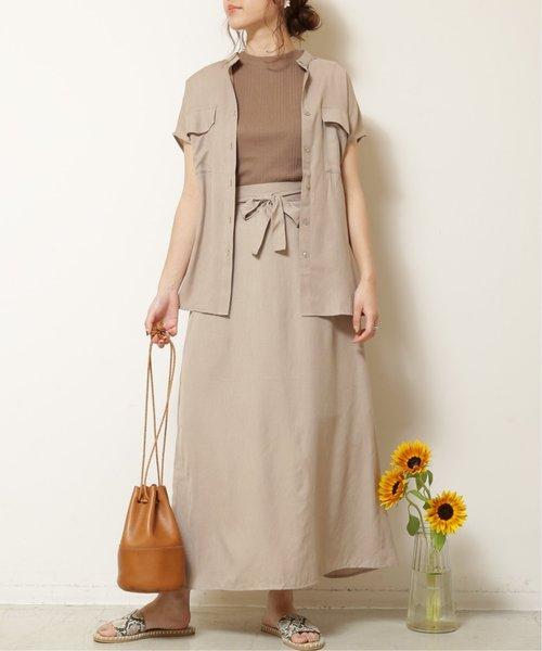 グレイッシュベージュシャツ×マキシスカート