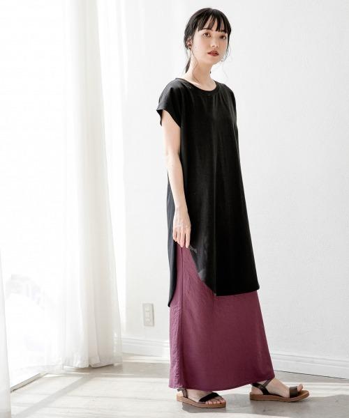 パープルスカート×黒Tシャツコーデ