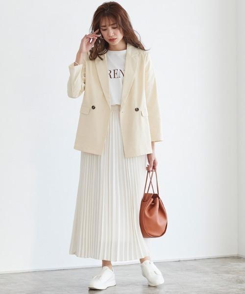 麻混ジャケット×スカートの服装