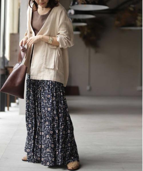 [antiqua] 存在感のあるティアードスカートが主役。 ペイズリー柄スカート