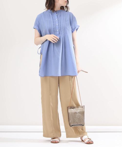 ベージュ×ブルーシャツ&ブラウスコーデ