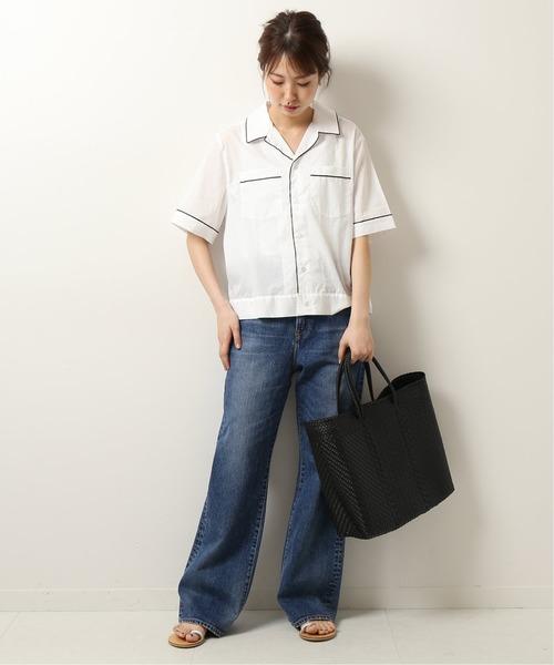 パジャマシャツのスタイリッシュデニムコーデ