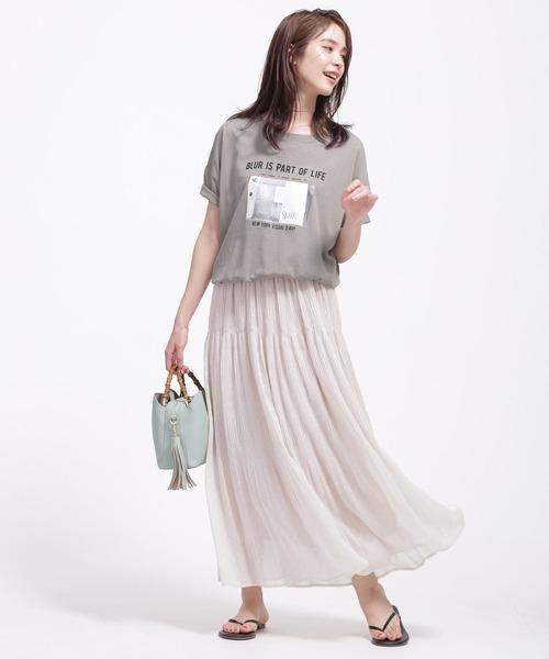 緑プリントTシャツ+ロングスカートの夏コーデ