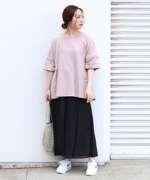 ピンクレイヤードトップス×黒スカートコーデ