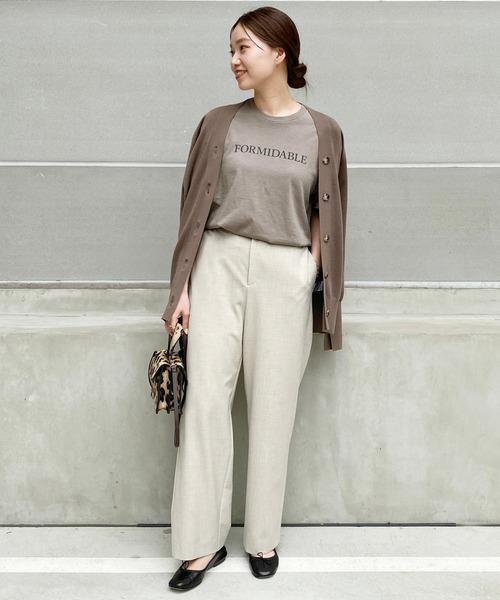 Tシャツ×ブラウンカーデの秋コーデ