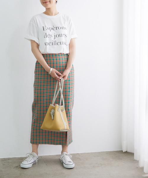 Tシャツ×チェックスカートの秋コーデ
