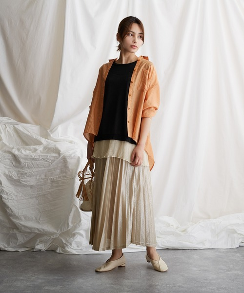 麻混シアーシャツ×プリーツスカート