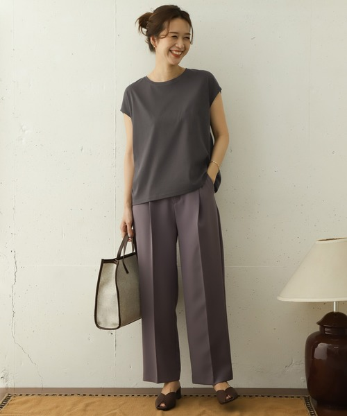 Tシャツ×パープルパンツの秋コーデ