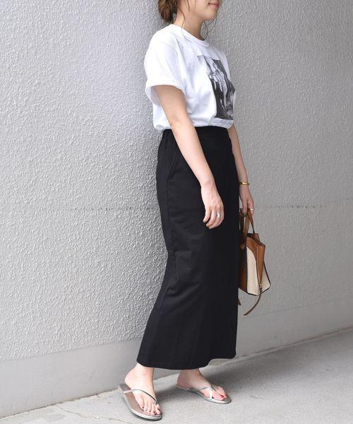 プリントTシャツ×ストレートスカート