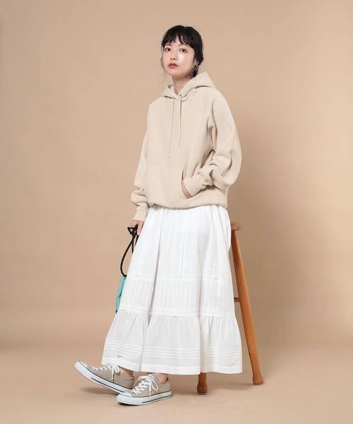 ビッグパーカー×スカートの服装