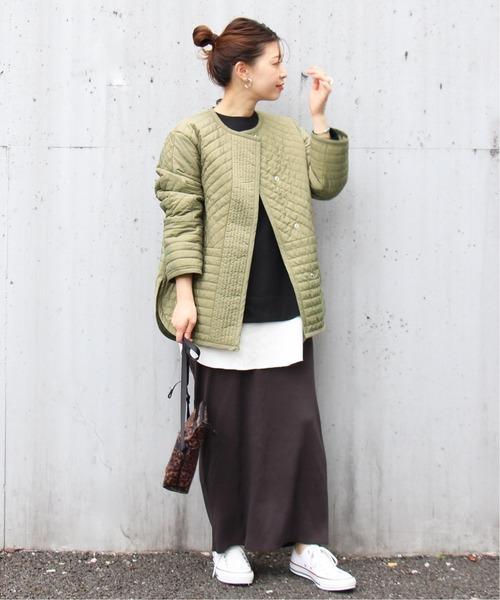 キルティングブルゾン×スカートの服装