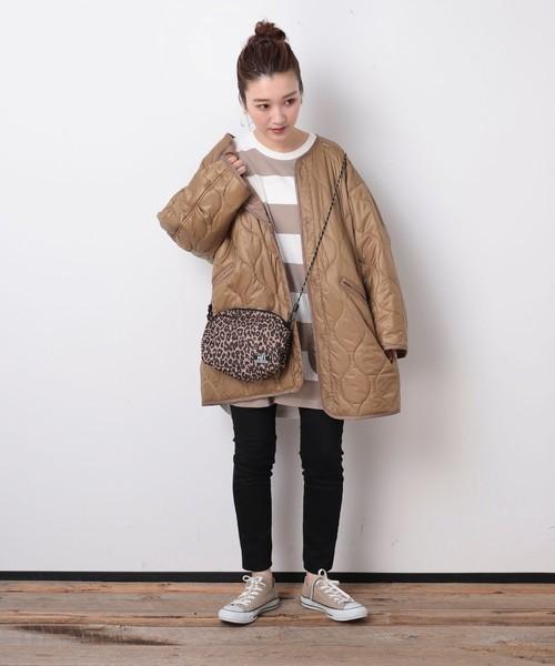 キルトコート×パンツの服装