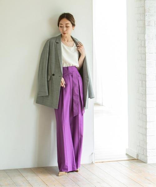 紫カラーパンツ×チェックジャケットの冬コーデ