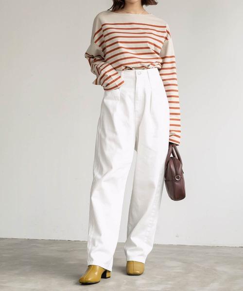 白ワイドパンツ×ボーダーTシャツの秋コーデ
