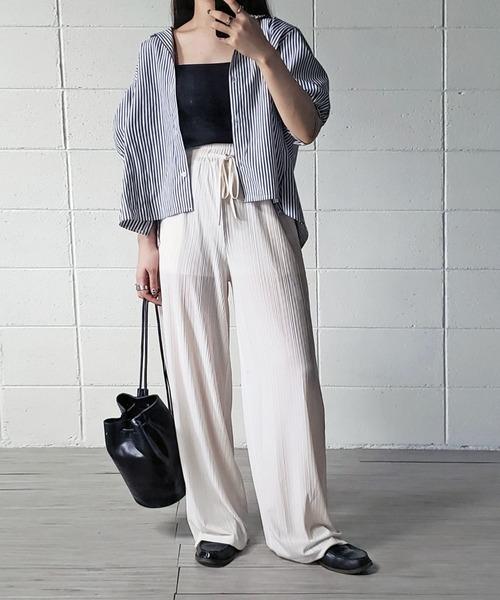 白ワイドリブパンツ×ストライプシャツの秋コーデ