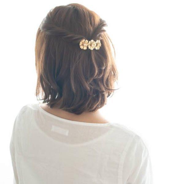 ねじって結ぶだけの簡単まとめ髪アレンジ