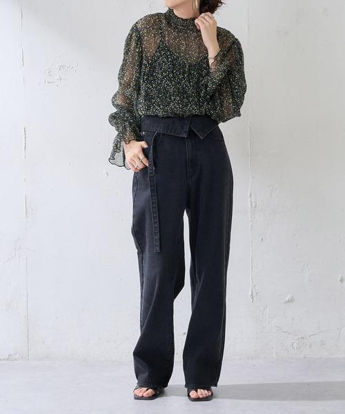 10月中旬の服装|柄ブラウス×黒ハイライズパンツ
