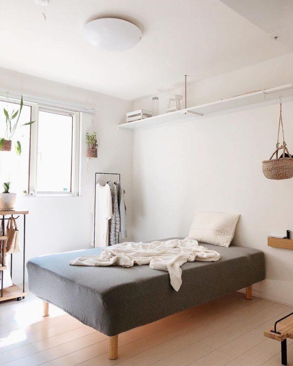 5畳の狭い寝室。
