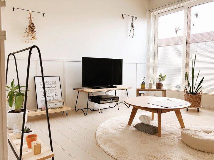 床や家具の色合いに馴染むラグをチョイス