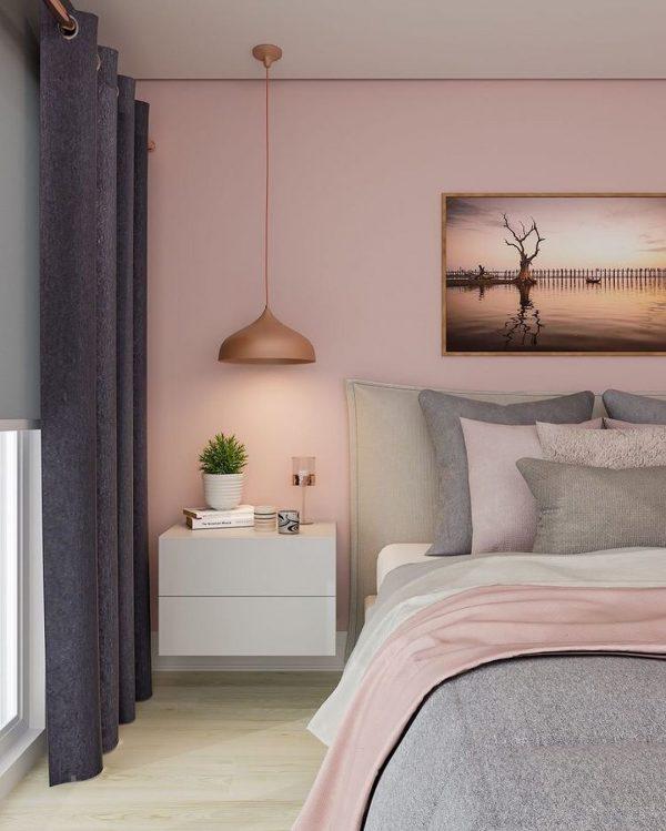 ガーリーな雰囲気を纏うピンク