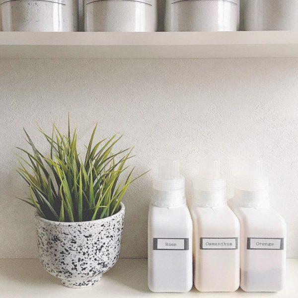 すっきりシンプルな入浴剤ボトル