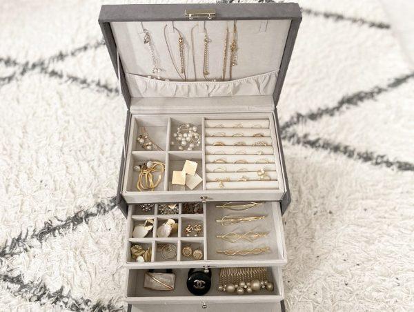 「ニトリ」のアクセサリー収納ボックス