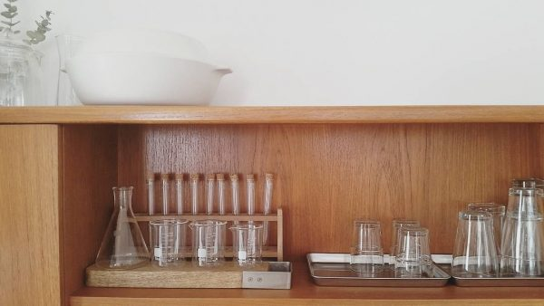 理科室を思わせるお洒落なガラス器具