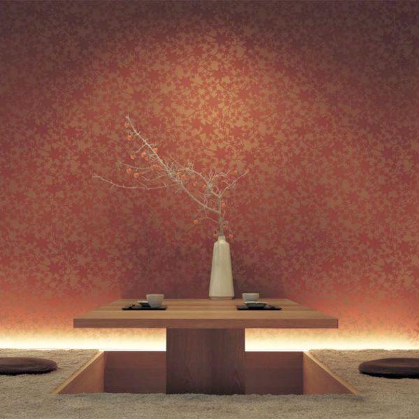 和室に光沢のある壁紙が映える内装