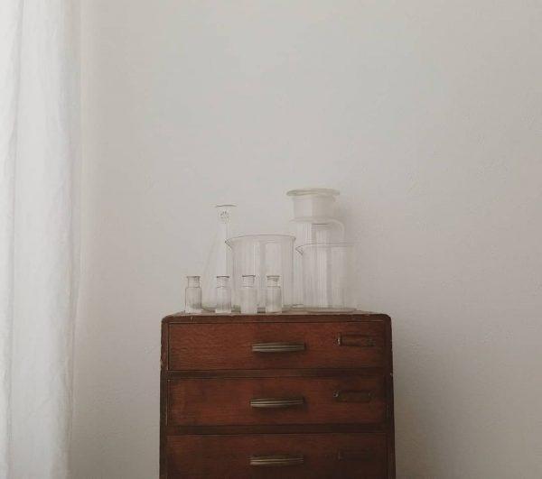 素敵な佇まいのアンティークガラス器具