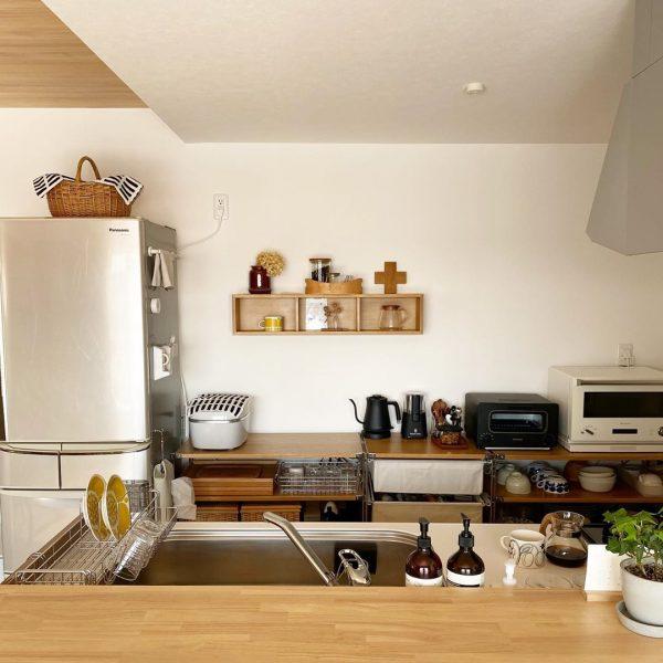 手軽な収納に最適な「壁に付けられる家具」
