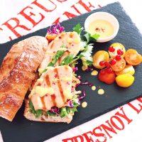 サラダチキンのアレンジレシピ特集!ランチや夕飯にもぴったりな簡単美味しい活用術!