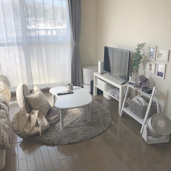 低めの家具で統一した一人暮らしのインテリア