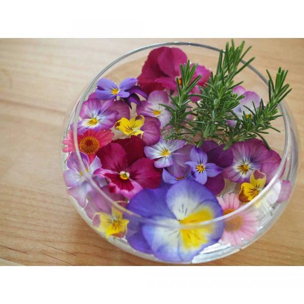 色鮮やかなお花&ハーブを飾って