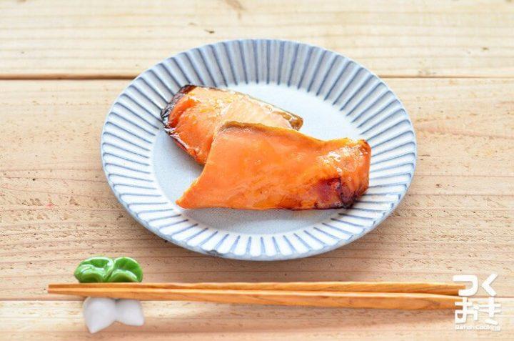 落ち着く和食の朝食!鮭のみりん漬け焼き